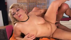 Chunky blonde Elza trades head and gets a load on her belly after fucking