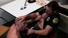 Muscled cop seduces a hot suspect and fucks his tight butt on the bed