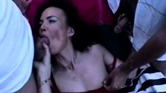 Skinny DP beauty Sandra Dee shows two guys what she is up to