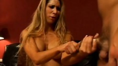 Lusty MILF Morgan Ray loves the feeling of some fresh dick up her slit