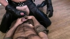 Horny dude dressed in leather gets his bulging boner sucked by a gay stud