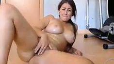 Hot webcam model oils her super voluptuous body